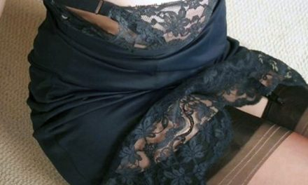 Annuncio69 da Lucia, lecca, masturba e ingoia mentre subisce, il marito guarda